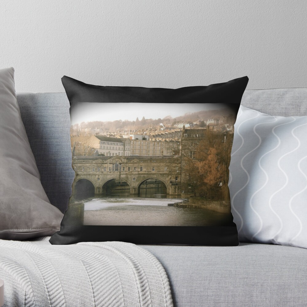 Pulteney Bridge crossing the river Avon in Bath, Somerset County, England Throw Pillow