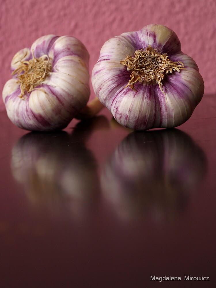 Garlic by Magdalena  Mirowicz