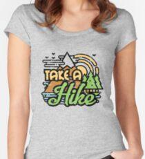 Camiseta entallada de cuello ancho Hacer una caminata