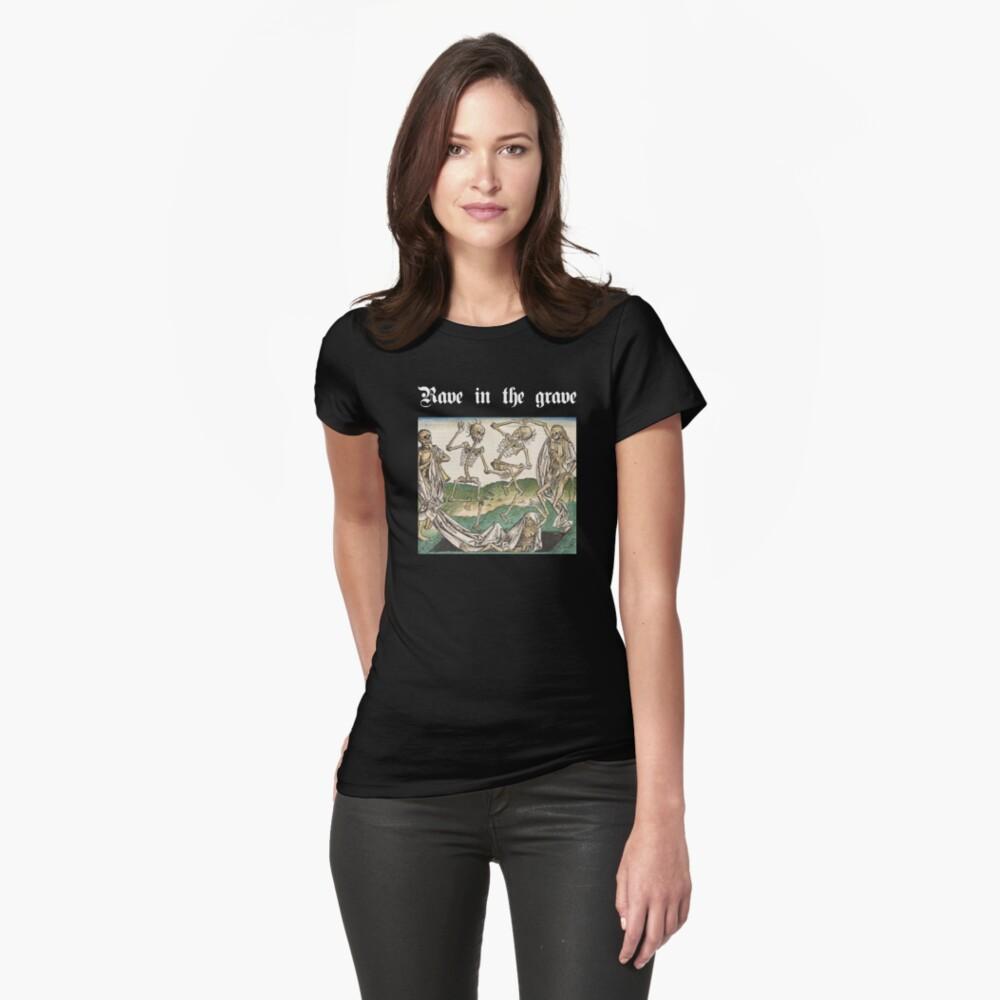 Rave en la tumba Camiseta entallada