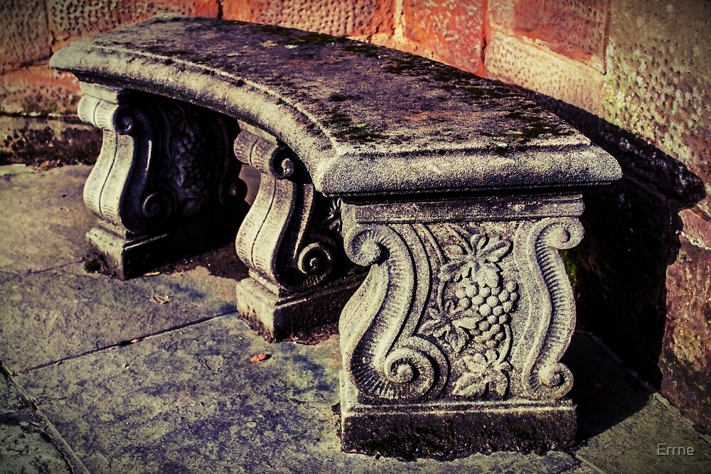 Wee bench by Errne