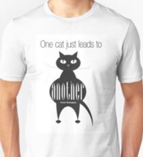 The Well-Read cat - 4 T-Shirt