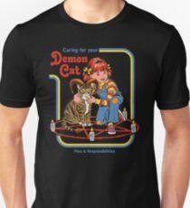 Sorge für deine Dämonenkatze Slim Fit T-Shirt