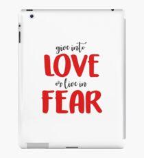 Liebe geben oder in Angst leben iPad-Hülle & Klebefolie