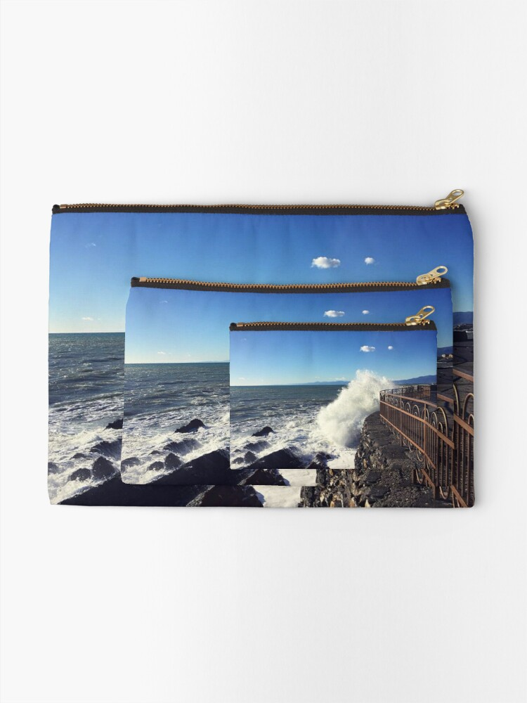 Alternate view of Foto onde mare Genoa - Photo waves sea Genoa Zipper Pouch