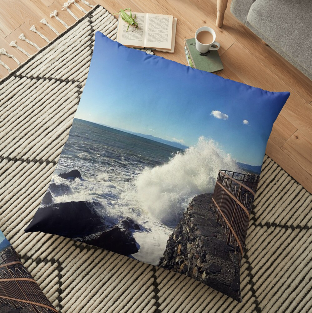 Foto onde mare Genoa - Photo waves sea Genoa Floor Pillow