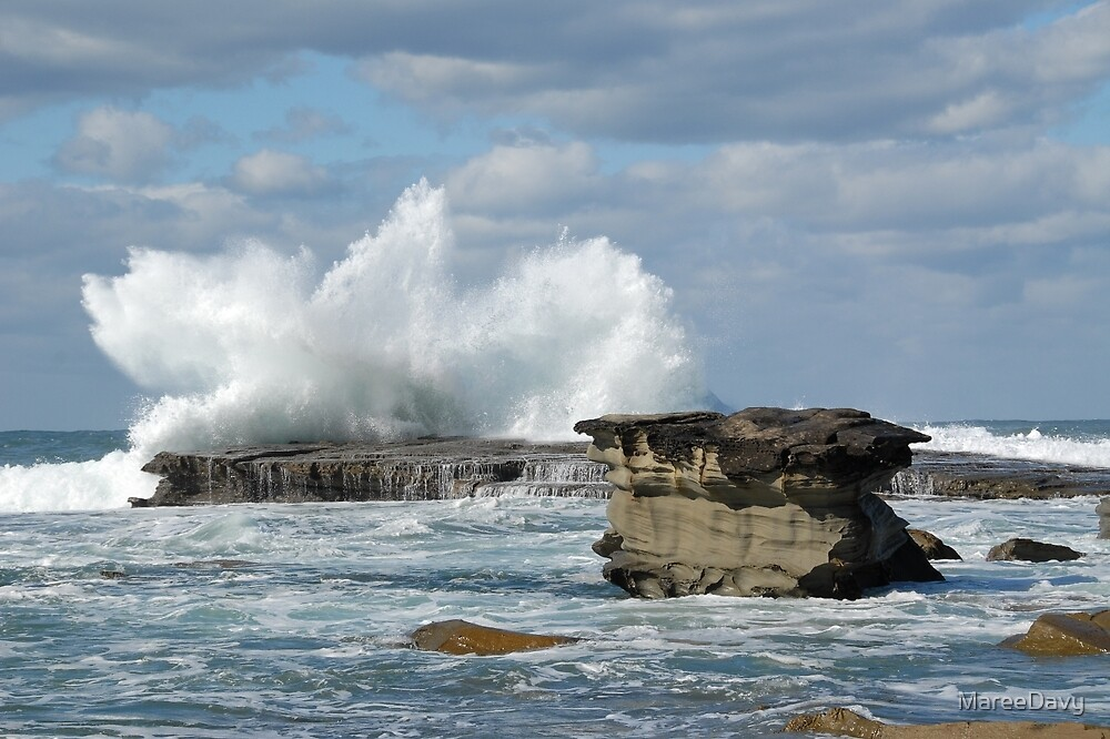 Crashing Waves at Terrigal by MareeDavy