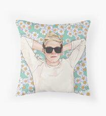 Nialler daisies field Throw Pillow