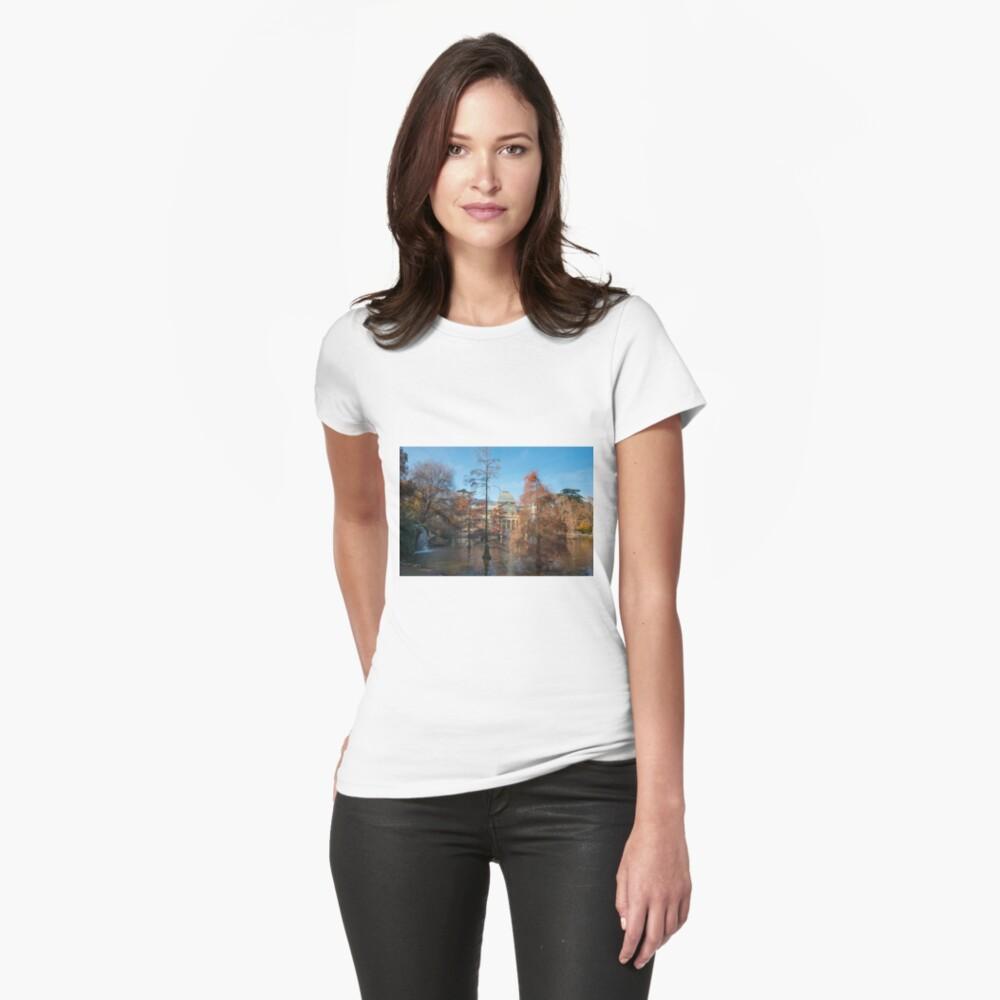 Palacio de cristal en el parque del buen retiro, madrid españa Camiseta entallada