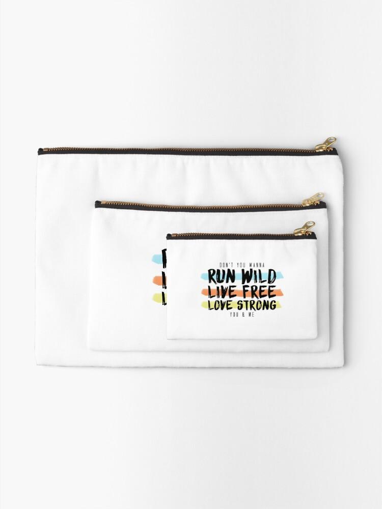 Alternative Ansicht von Wild ausführen Lebe frei. Lange stark. Täschchen