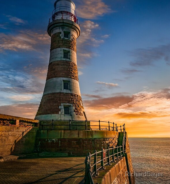 Roker Beacon by RichardSayer