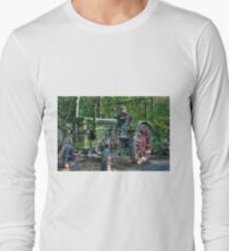 Old Tractor - HDR T-Shirt