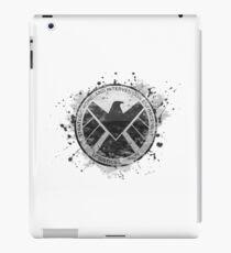 SHIELD Emblem (in grau mit weißem Hintergrund) iPad-Hülle & Klebefolie