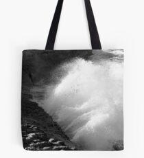 La mer contre les rochers, Croatie Tote Bag