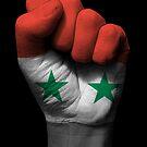Flagge von Syrien auf einer angehobenen geballten Faust von jeff bartels