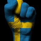 Flagge von Schweden auf einer angehobenen geballten Faust von jeff bartels