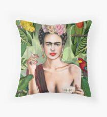 Frida con amigos Throw Pillow