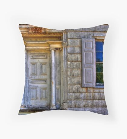 The Bedell House- Photomatix Throw Pillow
