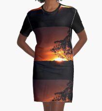 Hügels Sonnenuntergang T-Shirt Kleid