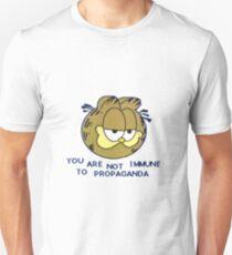 """""""Sie sind nicht immun gegen Propaganda"""" Slim Fit T-Shirt"""