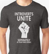Camiseta unisex Los introvertidos se unen por separado en sus propias casas