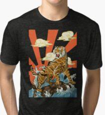 Brüllender Tiger über Tsunami-Welle im japanischen Ukiyo Woodblock Art Style Vintage T-Shirt