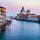«Atardecer desde Ponte dell'Accademia» de Randy  LeMoine