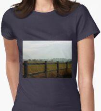 Über dem Zaun - Burnham on Crouch Tailliertes T-Shirt für Frauen