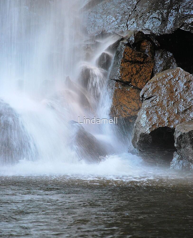 Waterfallen 2 by Lindamell