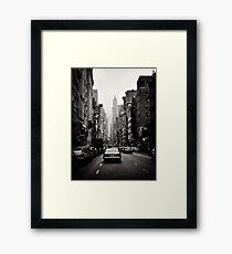 Lámina enmarcada Avenida de Manhattan en blanco y negro