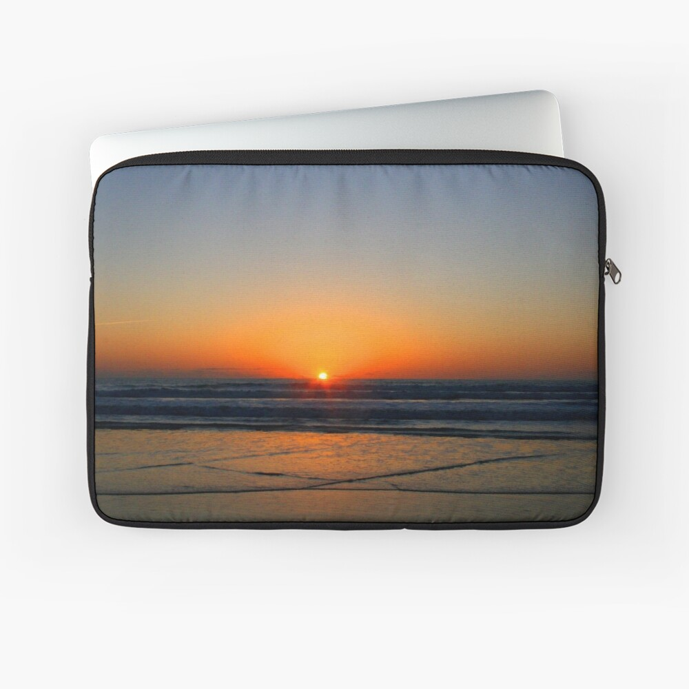 Beach art ... be17 Laptop Sleeve