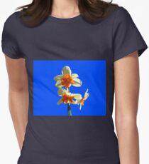 Narzissen-Trio auf Royal Blue Background Tailliertes T-Shirt für Frauen