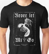 Never let Mi-Go - Eldritch Dreamer - Lovecraftian mythos wear Slim Fit T-Shirt