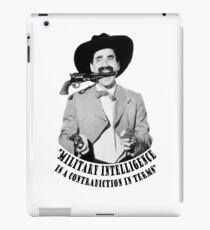 Vinilo o funda para iPad Groucho Marx Military Intelligence