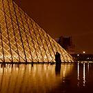Les Amants du Louvre by Richard Pitman