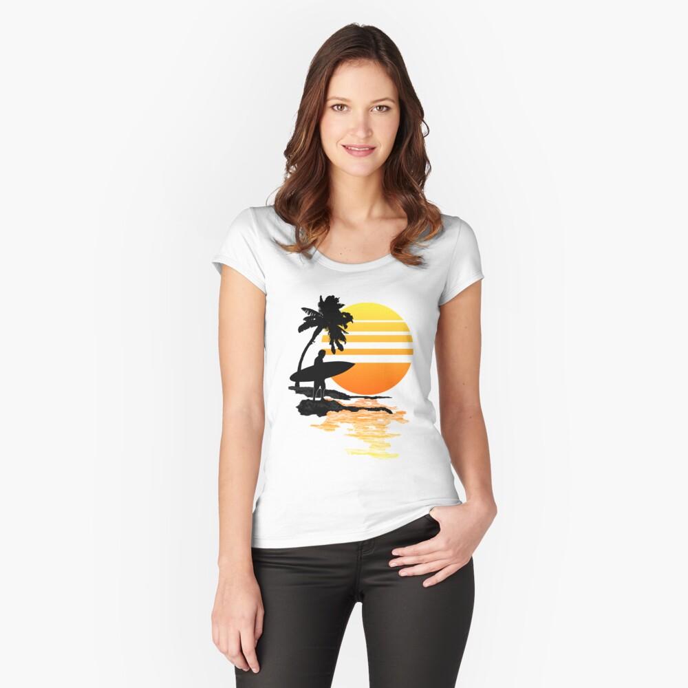 Surfender Sonnenaufgang Tailliertes Rundhals-Shirt