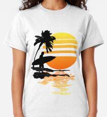 Surfender Sonnenaufgang Classic T-Shirt