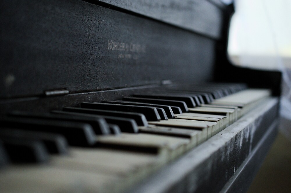 Piano by hannahduston
