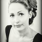 Jennifer - Portrait In Black and White von Evita