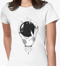Kristallkugel Tailliertes T-Shirt für Frauen
