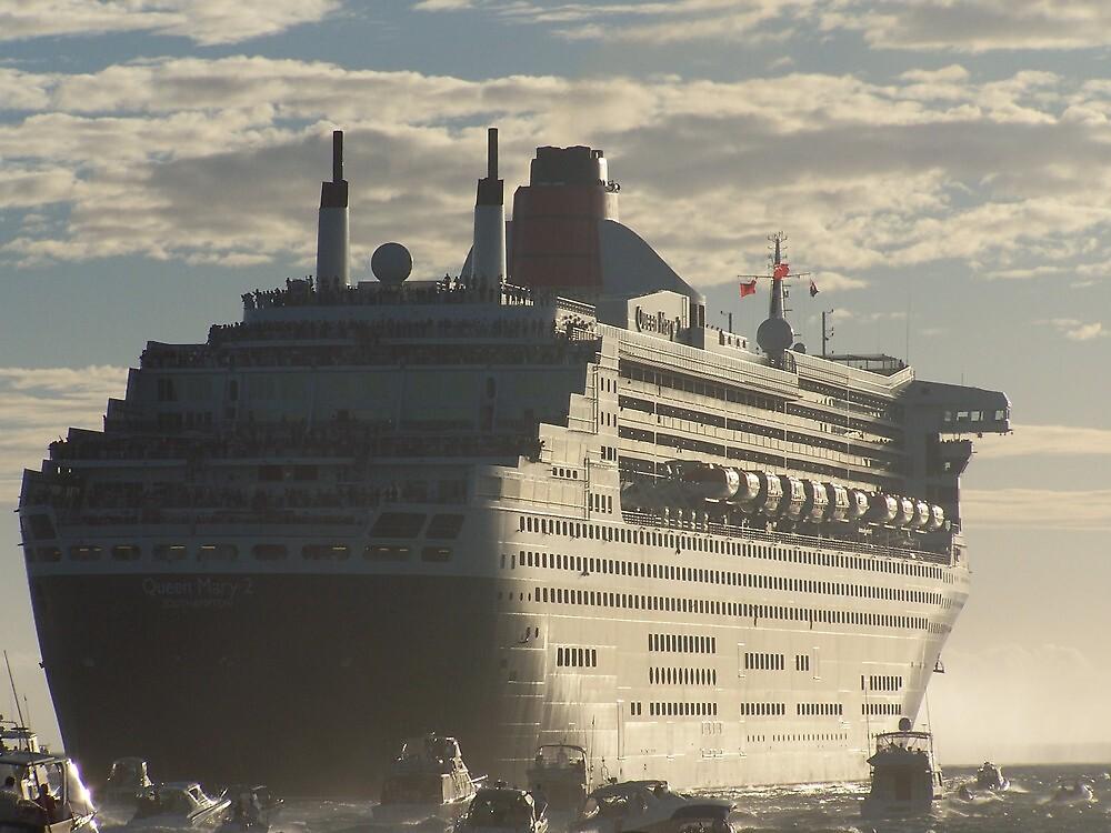 Queen Mary 2 by RedBundy