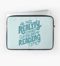 Funda para portátil Realidad Vs. Libro de lectura Nerd cita letras