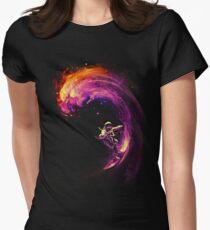 Surfen im Weltraum Tailliertes T-Shirt