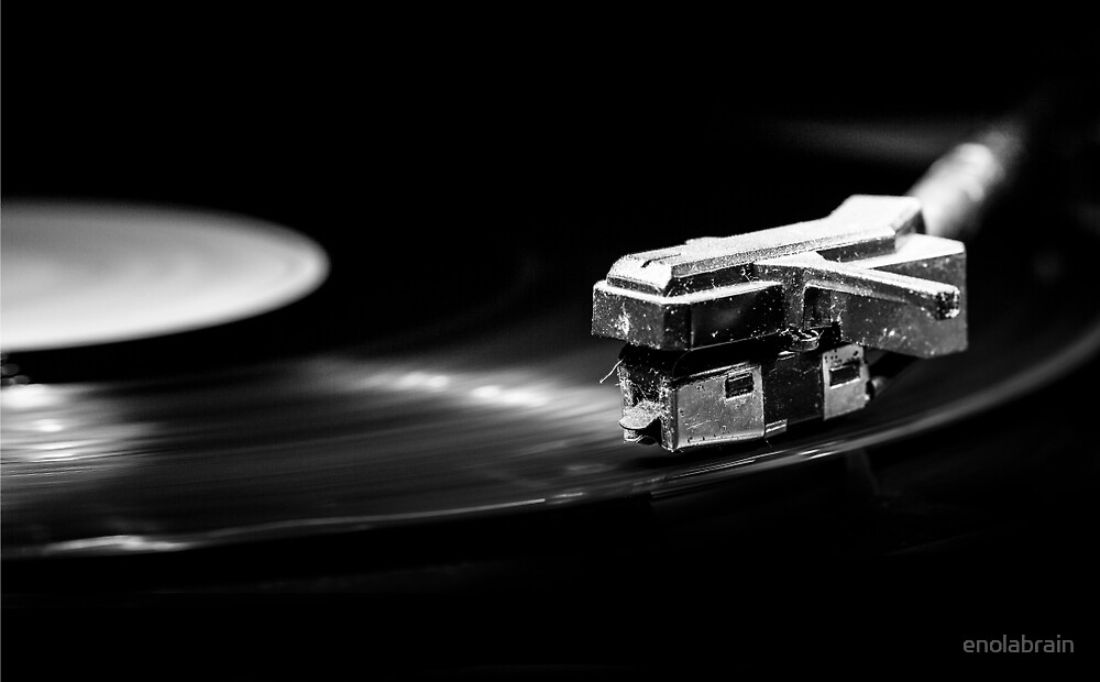 Old style turntable by enolabrain