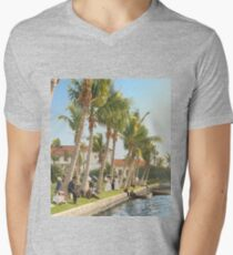 Watching the boat races, Palm Beach, Florida 1906 V-Neck T-Shirt