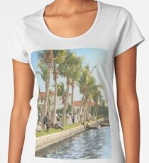 Watching the boat races, Palm Beach, Florida 1906 Premium Scoop T-Shirt