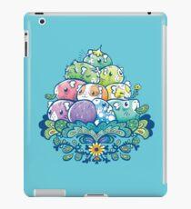 Blühender Piggy Pile im Blau iPad-Hülle & Klebefolie
