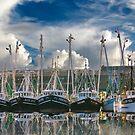 Sechs Boote und ihre Überlegungen (Lady Eva ganz rechts) von TJ Baccari Photography
