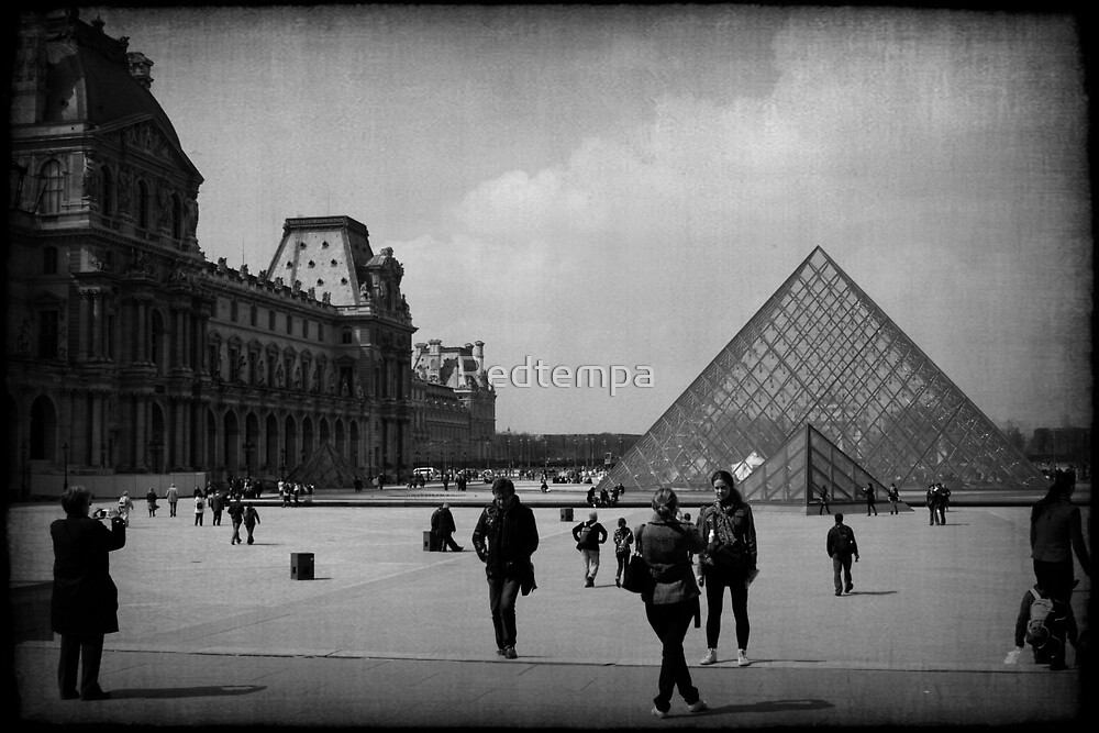 LE TOURISTE by Redtempa