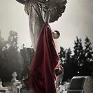 «Ángel oscuro» de Rebeca Saray